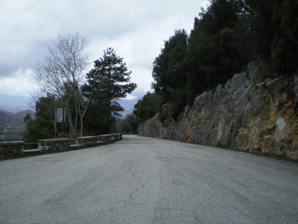 Первый монастырь, в который мы попадаем по дороге в Сан-Бенедето - монастырь Святой Схоластики