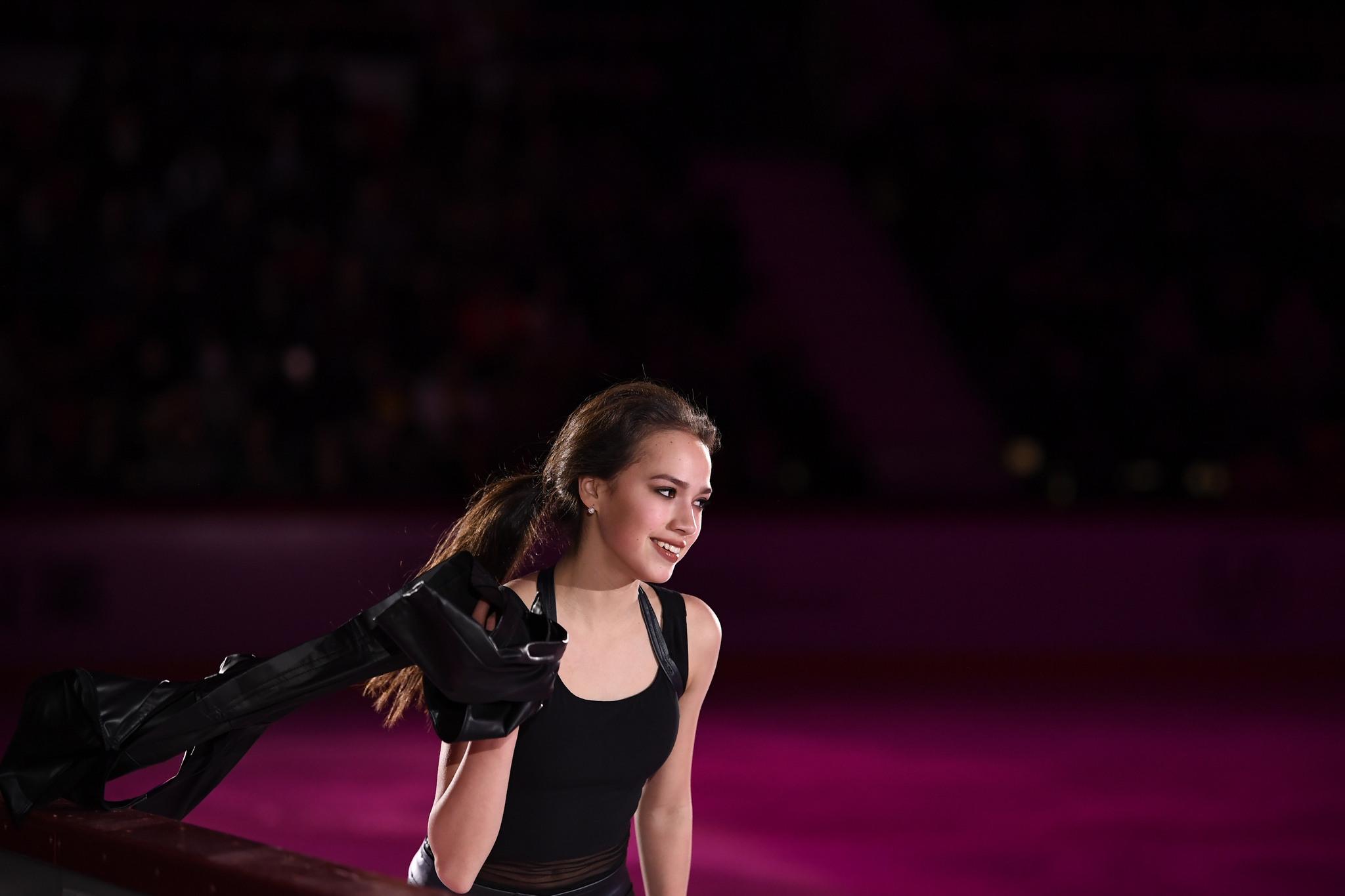 Алина Ильназовна Загитова-2   Олимпийская чемпионка - Страница 3 PpviT