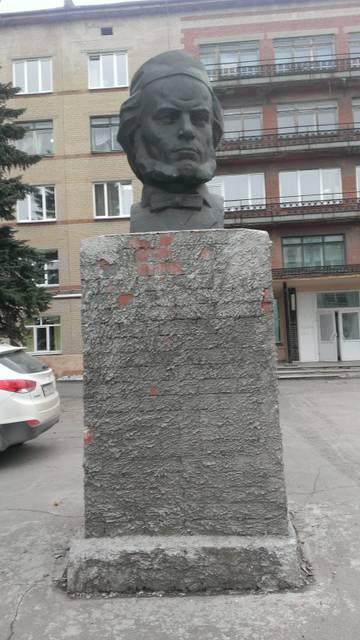 памятники на территории больницы №9