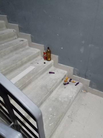 Курение на лестницах.