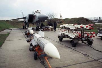 Р-33 - управляемая ракета большой дальности QYp3C
