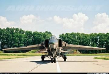 МиГ-23БН (32-23) - истребитель-бомбардировщик YLZMd